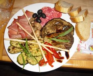 Mediterrane Speisen wie hier z. B. Sardellenfilets gibt es in der Mediterranen Nacht im Weingut Riedel