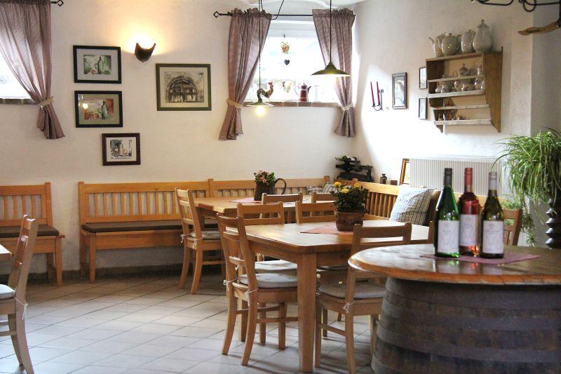 Weinprobe in unserer gemütlichen fränkischen Weinstube